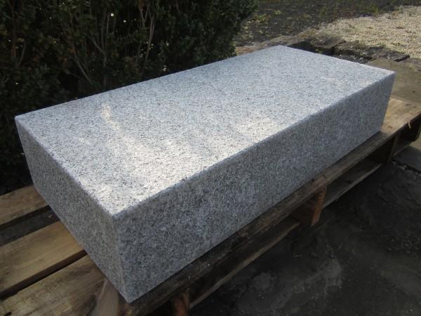 Granit Blockstufen hell grau